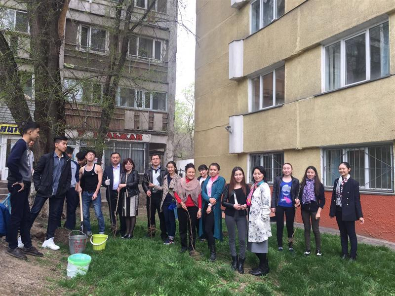 March 31, 2016. Department of Economics held activities on gardening surrounding area House students