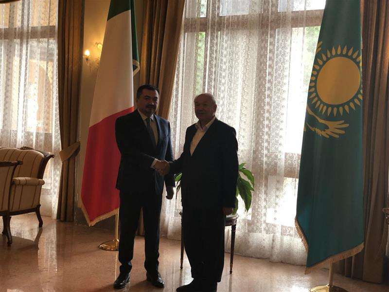 Meeting of Professor of the Department of World history, historiography and source studies K. T. Zhumagulov and Ambassador of Kazakhstan to Italy in Rome
