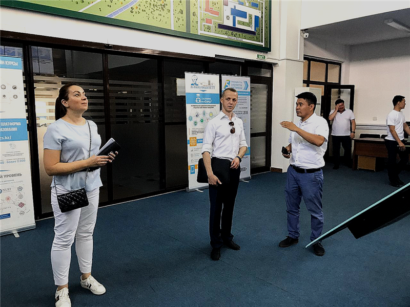 Acquaintance of the situational monitoring center of KazNU named after al-Farabi